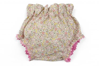 Vista frontal culotte estampado flores y mariposas tono rosa y amarillo. Modelo Butterfly.