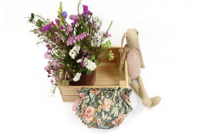 Exposición de Culotte, color verde con flores. Modelo Garden