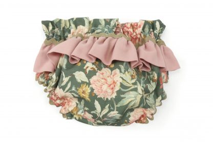 Vista trasera culotte verde estampado flores grandes tonos rosa con detalle de volante. Modelo Garden.