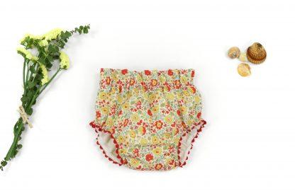 Exposción culotte liberty estampado flores tonos rojo, verde y amarillo. Modelo Scarlett.
