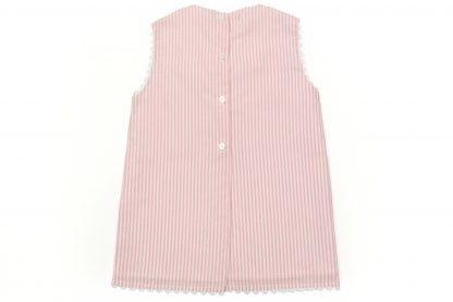 Vista espalda de Jesusito, raya vertical color rosa. Modelo Summer