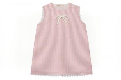 Vista frontal de vestido, raya vertical color rosa. Modelo Summer