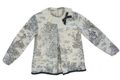Vista frontal blusa toyle jouy gris y marfil.