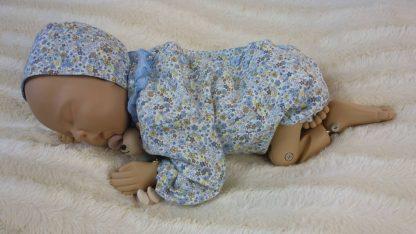 Maniqui bebe vestido con ranita y capota.