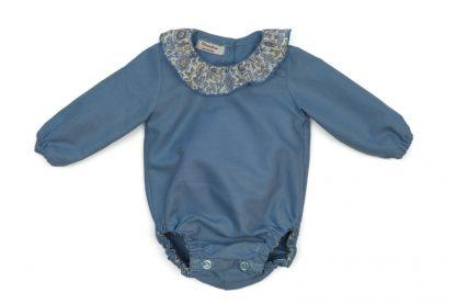 Imagen frontal ranita bebe color azul con cuello Liberty