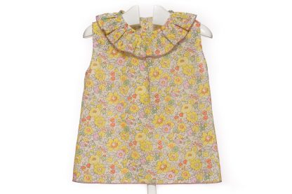 Blusa sin mangas en liberty flores rosas, verde y amarillo.