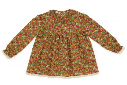 vista frontal blusa cuello volante liberty flores en amapola, fucsia, azul y verde