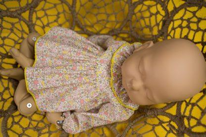 maniqui vestido con jesusito flores amarillo y rosa